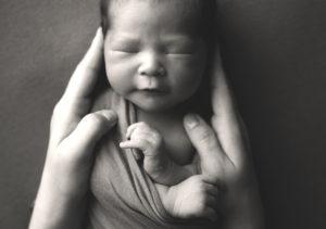 in mamas hands newborn photo grand rapids michigan