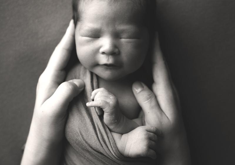 newborn photography grand rapids michigan baby in mothers hands
