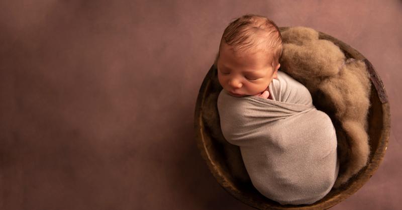 Newborn Photographer, newborn photo in a bowl