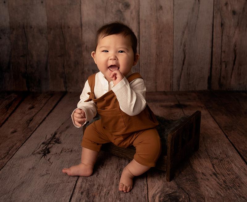 sitter baby milestone photo shoot